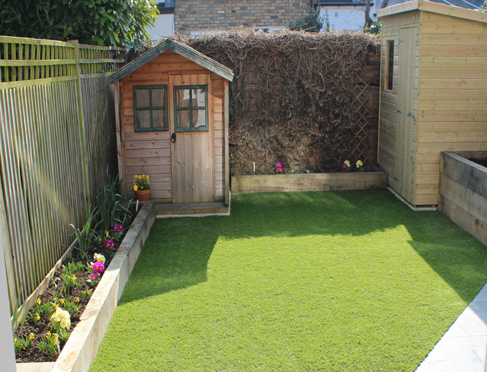Artificial grass for an easy to care for garden you can for Easy maintenance flower beds